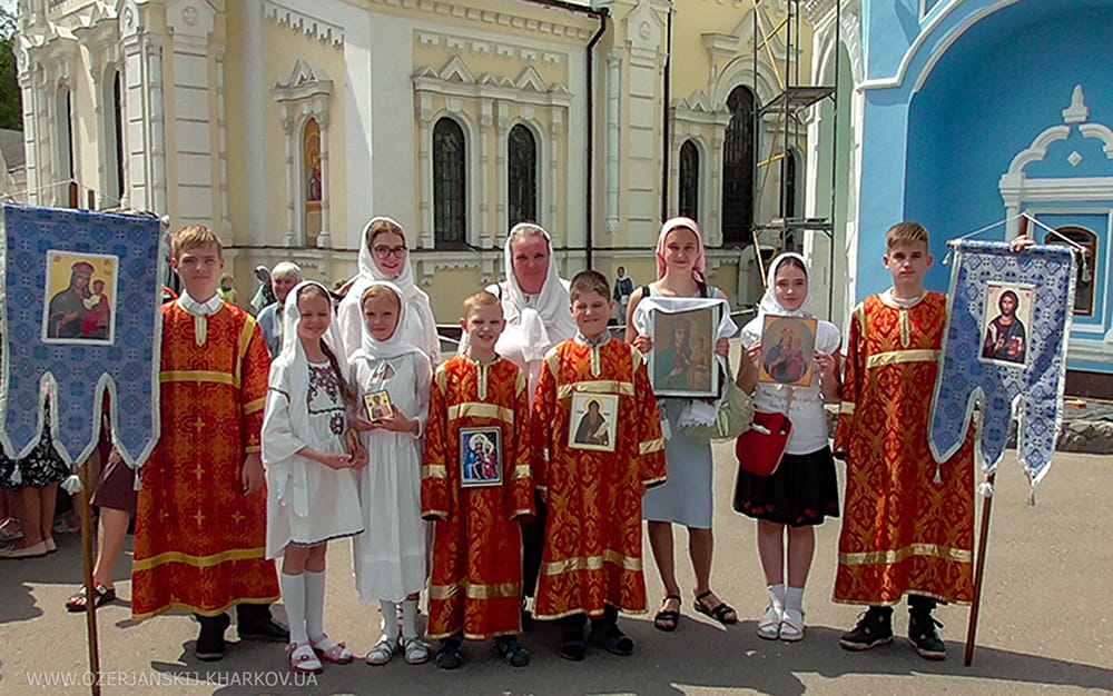 Крестный ход с участием детей. Собор святых слободского края. 1 июня 2019 г.