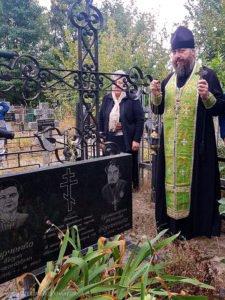 Панихида на могиле бывшего настоятеля Свято-Озерянского храма протоиерея Николая Бараненко, 18 сентября 2019 г.