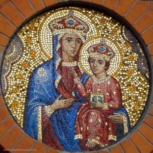 Новая мозаичная икона Божией Матери Озерянская над входом в Свято-Озерянский храм