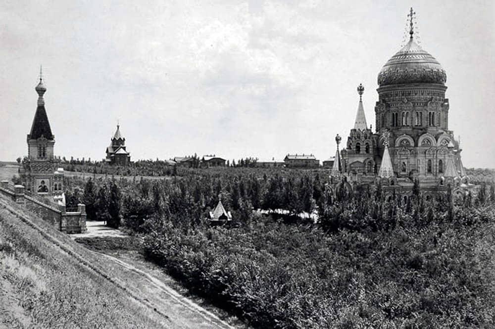 Храм Христа Спасителя и часовня Нерукотворного Спаса. Спасов скит. Вид с Севера